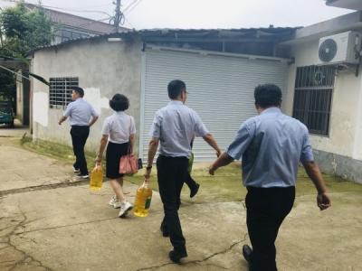 点亮扶贫路 镇江国寿开展主题教育扶贫党日活动