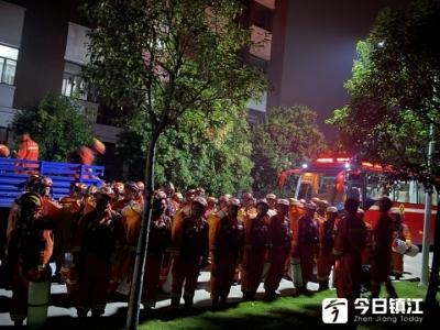 镇江枫叶国际学校:全力做好防汛救援后勤坚实保障