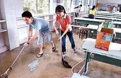 安徽歙县今天启用备用卷考语文、数学,14年前另一地也用过B卷