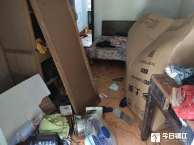 镇江谷阳新村一车库爆炸  一男子受伤