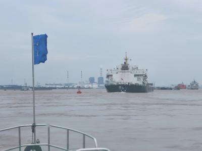 今天长江镇江段最高水位达8.82米  船舶通行困难