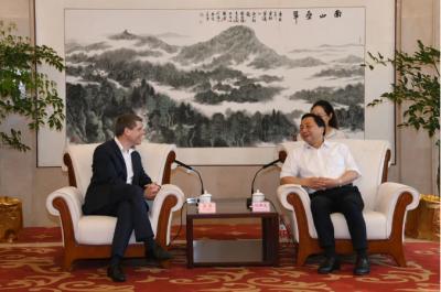 马明龙会见道达尔(中国)投资有限责任公司总裁一行
