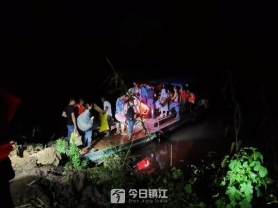 43名养殖户受困江中小岛,镇江新区公安连夜帮助转移