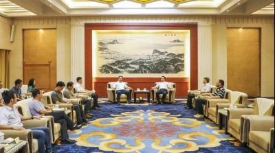 马明龙会见长江生态环保集团有限公司董事长赵峰一行
