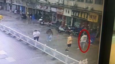 男子大白天金店抢夺金项链,三小时后就被抓获