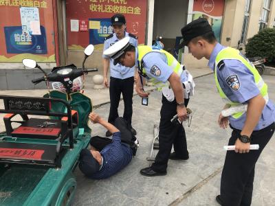 七旬老人突发脑梗晕倒在地  所幸民警及时援手相助脱险