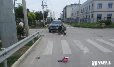 行经路口未减速慢行,一轿车将电动自行车撞飞