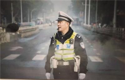 """交警赵健:挺拔的""""城市标杆"""" 红绿灯下的""""铁脊梁"""""""
