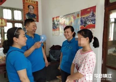 """金山公益志愿者走进丹徒探望""""孙女"""""""