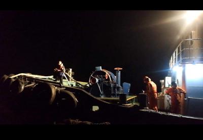 长江上两艘货轮意外缠住遇险 最大马力拖轮现场施救终解困(系统这样的,不是排版问题)