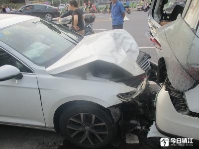 司机疲劳驾驶酿事故  六车受损一人受伤