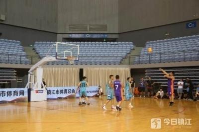 全民健身日动起来 城市业余联赛篮球比赛开战