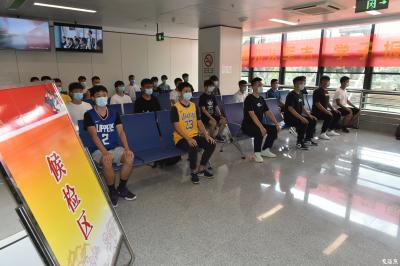 征兵了!江苏已有近16万适龄青年报名参军,其中大学生超7万人