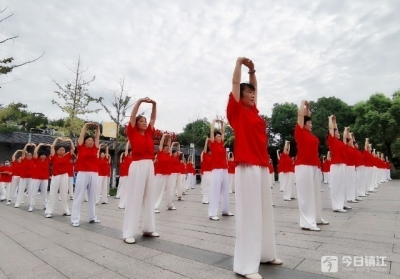 600多人环金山湖健步走 润州开展庆祝全民健身日活动