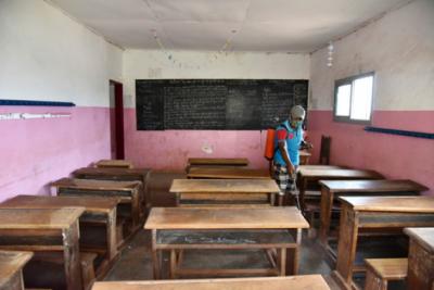 这一年,疫情会绊倒求学路上多少孩子?