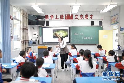 【你笑起来真好看】老教师眼中一所山区小学的新变化