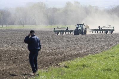 美国经济笔记 | 又是一年收获季 美国农民愁容不减