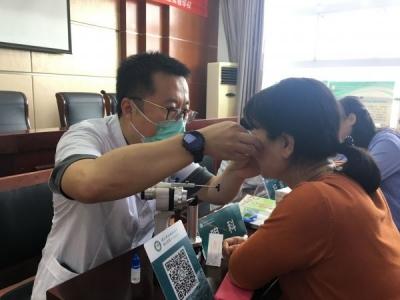 庆祝教师节活动 镇江四院把健康服务送进学校