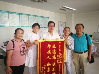 有志愿者陪伴,失独老人住院不孤单 受感动,一名护士长加入志愿者队伍