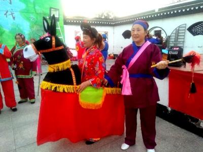 宝堰老、中、青、幼齐庆双节 用乡土文化连唱十二天大戏