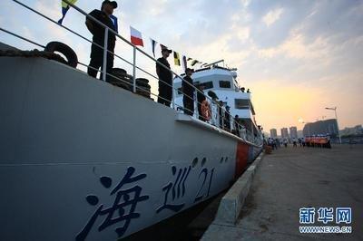我国首艘万吨级海巡船出坞