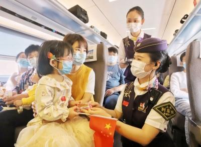 国庆中秋双节重叠 长三角铁路迎来国庆假期客流高峰