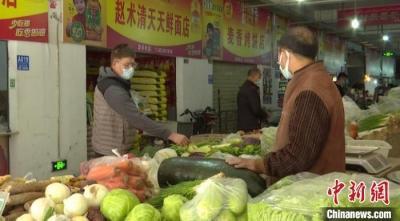 新疆喀什:疫情防控常态化 居民生活有保障