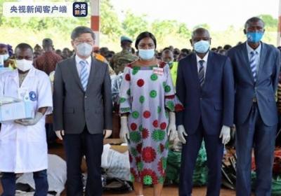 中非共和国总统夫人举行仪式 发放中国捐赠的抗疫物资和文体用品