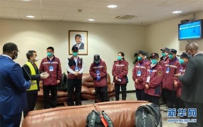中国政府抗疫医疗专家组抵达安哥拉