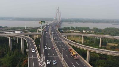 国庆中秋长假首日江苏高速公路迎出行高峰 流量创历史新高