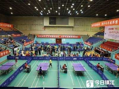 镇江市少儿乒乓球比赛举行 共有甲乙丙丁戊5个组别,近200人参加
