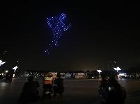 韩国首尔上演无人机灯光秀