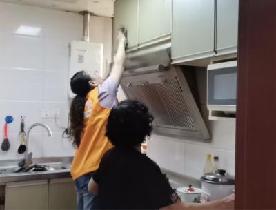 """镇江创新居家养老模式惠及""""众老"""" 老人在家可享受更多助老服务"""