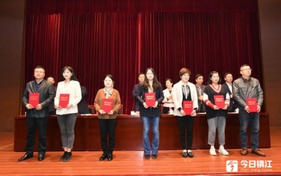 扬中隆重庆祝第21个记者节