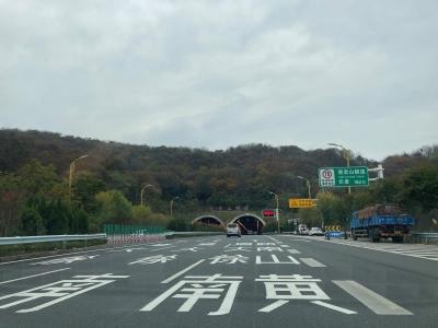 观音山隧道路线规划调整  出隧道后右转车辆必须从第3车道驶入