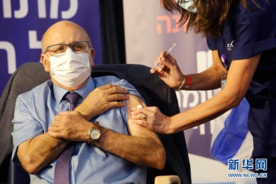 """以色列总理内塔尼亚胡""""率先""""接种新冠疫苗"""