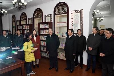 全国政协副秘书长朱永新来镇考察