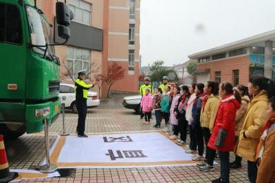 """扬中警方多样宣传齐上阵  积极宣传""""122全国交通安全日"""""""