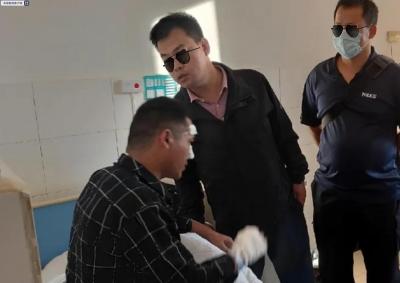 辅警为救群众勇斗持刀行凶者 全身被刺伤7处缝了18针