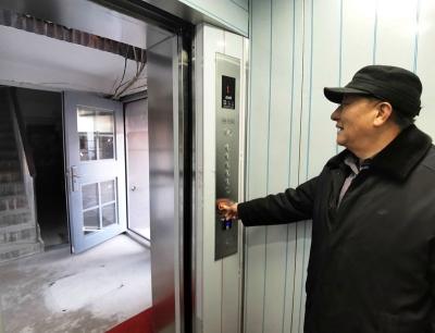 镇江首个众筹的老楼加电梯验收运行!