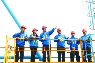 """25人7年写就港口建设""""中国方案""""——记山东港口青岛港""""连钢创新团队"""""""