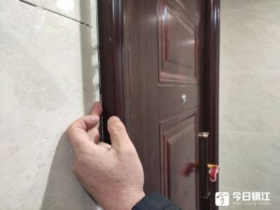 美的城三期精装房变惊装房?业主吐槽:电梯太小,墙面瓷砖开裂,地砖空鼓……