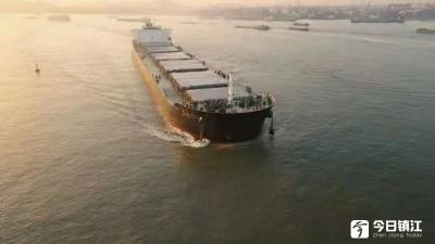 江苏镇江:历史性突破!9万吨级海轮顺利通过尹公洲航段