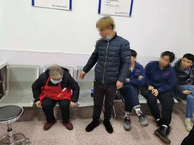 七旬老太独自走失10多公里 民警想方设法寻找家人