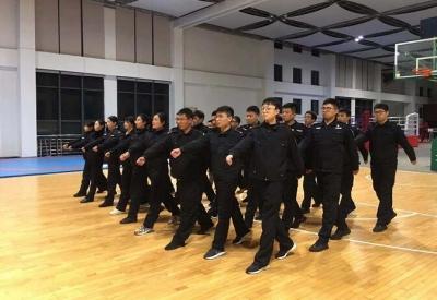 """镇江警方锤炼高素质过硬公安队伍  让""""跑起来、强起来、亮起来""""成为最强音"""