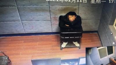 镇江一男子沉迷于游戏充值    盗刷女友银行卡11万元被抓