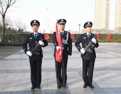 扬中公安举行警察节升旗仪式