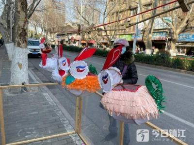 今年花灯价格有上涨 传统手工灯笼仍受欢迎