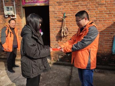 探望句容偏远农村学生 送节日祝福与温暖
