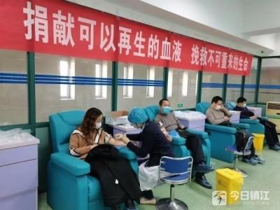 爱的暖流涌动 镇江经济技术开发区税务局志愿者踊跃献血